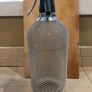 Crystal seltzer maker with chain link cover